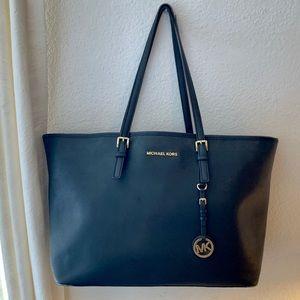 Michael Kors Jet Set Travel Medium Zip Tote Bag